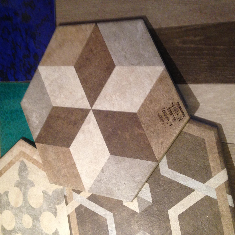 Gres porcellanato body coloured splendide piastrelle esagonali show room progettazione di - Piastrelle esagonali gres porcellanato ...